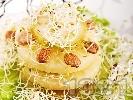 Рецепта Салата с тиквички, круши, кълнове и бадеми